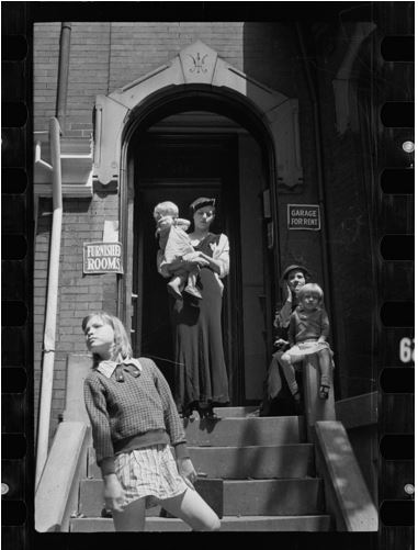 Carl Mydans, Front of a typical house offering furnished rooms for rent, District of Columbia, 1935